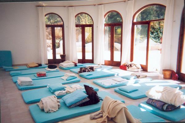 Centro el jard n de luz ibiza centro de seminarios yoga meditaci n retiros - Salas de meditacion ...