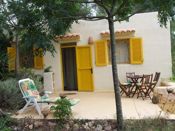 Centro el jard n de luz ibiza centro de seminarios yoga for Casas con jardin y terraza